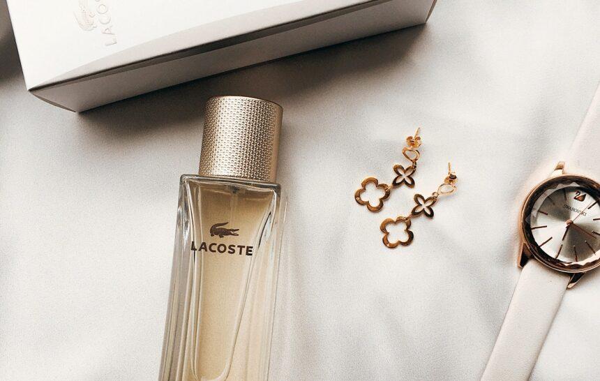Elegancja i zmysłowość – recenzja zapachu lacoste pour femme